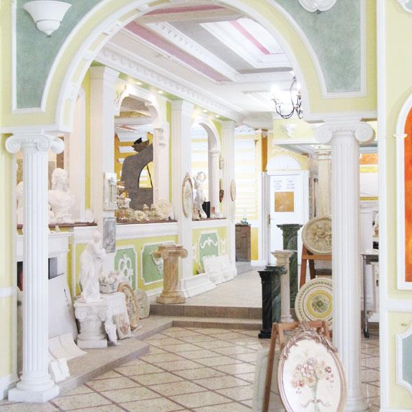 Cornici decorazioni rosoni bassorilievi statue colonne in - Decorazioni in gesso ...